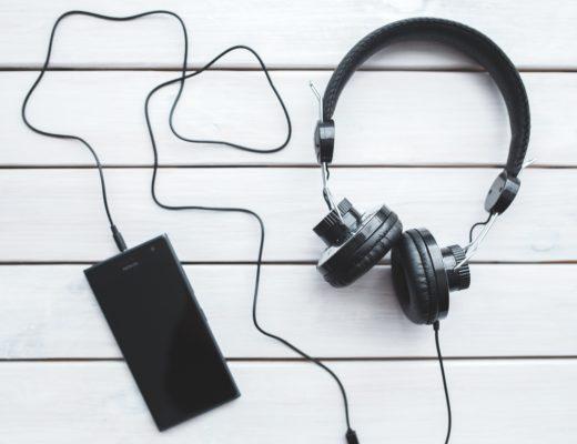 Pourquoi tu devrais écouter des podcasts ? Comment faire pour en écouter ? (+ bonus mes podcasts préférés)